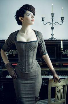 Fotografía Monica and the French Piano por Joel Aron en 500px