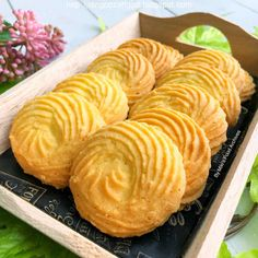 Miki's Food Archives : Eggless Melt-In-Mouth Butter Cookies 原味牛油曲奇饼干(香酥。入口即化。不含鸡蛋)