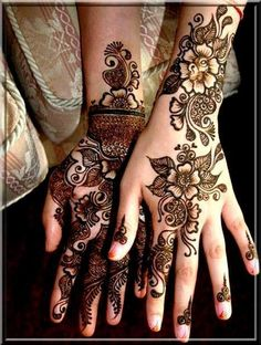 Mehndi henna designs are always searchable by Pakistani women and girls. Women, girls and also kids apply henna on their hands, feet and also on neck to look more gorgeous and traditional. Henna Mehndi, Arte Mehndi, Mehndi Tattoo, Foot Henna, Arabic Henna, Henna Tattoo Designs, Cool Henna Tattoos, Tribal Tattoos, Tattoos