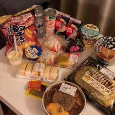 Snacks discovered by 🎀💗Shana💗🎀 on We Heart It Food Porn, K Food, Cute Food, Yummy Food, Korean Street Food, South Korean Food, Tumblr Food, Aesthetic Food, Food Cravings