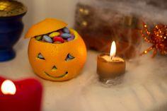 Immagine correlata Halloween Orange, Soirée Halloween, Bricolage Halloween Simple, Idee Diy, Tea Lights, Birthday Candles, Candle Holders, Voici, Youtube