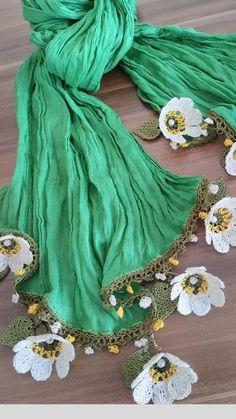 Best 12 Bufandas y crochet – SkillOfKing. Crochet Lace Scarf, Crochet Leaves, Crochet Art, Knitted Shawls, Crochet Flowers, Crochet Designs, Crochet Patterns, Diy Crafts Knitting, Hand Embroidery Stitches