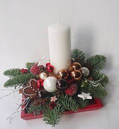 Christmas Arrangements, Christmas Table Settings, Christmas Centerpieces, Xmas Decorations, All Things Christmas, Christmas Time, Christmas Crafts, Christmas Swags, Christmas Candles