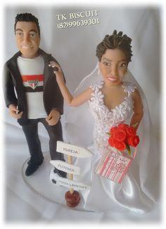 Noivinhos humanizados feitos colocando as características do casal. Orçamento (82) 99639301