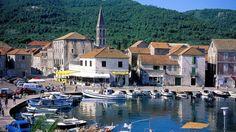Stari Grad to niewielkie aczkolwiek bardzo znaczące miasteczko na wyspie Hvar, tu bowiem znajduje się port w którym cumują promy łączące wyspę ze stałym lądem. #StariGrad #hvar #chorwacja #croatia #dalmacja