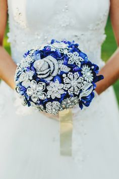 Every bride holds a bouquet, and it's a very important thing that helps to complete your bridal look. If you are looking for something special, go for a brooch bouquet. God, I just can't help admiring this cuteness! Broschen Bouquets, Wedding Brooch Bouquets, Floral Bouquets, Broach Bouquet, Bouqets, Blue Wedding, Wedding Flowers, Wedding Dresses, Pantone