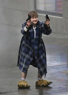 Photo Of Daniel Radcliffe Holding Guns In Crazy Slippers Becomes A Magical Meme . - Photo Of Daniel Radcliffe Holding Guns In Crazy Slippers Becomes A Magical Meme Harry Potter Voldemort, Saga Harry Potter, Harry Potter Actors, Harry Potter Jokes, Draco, Daniel Radcliffe Harry Potter, Daniel Radcliffe Meme, What If Daniel Radcliffe, Harry Potter Funny Pictures