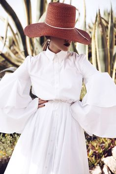 Unverzichtbar in dieser Saison: weiße Sommerkleider mit raffinierten Schnitten…
