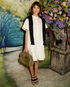 Alexa Chung at Mulberry Spring Summer 2014  How do I make my eye make up look like hers?