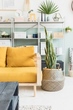 Inspiring Yellow Sofas To Perfect Living Room Color Schemes 12 - DecOMG Cozy Living Rooms, Living Room Sofa, Home And Living, Living Room Decor, Living Room Yellow, Pastel Living Room, Diy Sofa, Yellow Couch, Decoration Inspiration