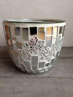 Pot en mosaique h:13cm Mosaic Tile Art, Mosaic Crafts, Mosaic Projects, Mosaics, Mosaic Flower Pots, Mosaic Pots, Mosaic Designs, Mosaic Patterns, Mosaic Bottles