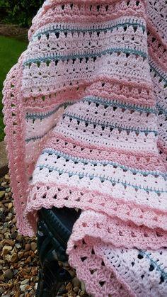 Baby Girl Crochet Blanket, Free Baby Blanket Patterns, Crochet Baby Blanket Free Pattern, Easy Crochet Blanket, Easy Crochet Patterns, Crocheted Baby Blankets, Striped Crochet Blanket, Crochet Stitches Free, Crocheted Afghans