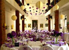 Purple Wedding auf Schloss Nörvenich - Deko-Ideen für Ihre violette Hochzeit
