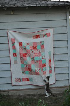 Oooh. I'm in the middle of a white quilt and need border ideas. Love this.