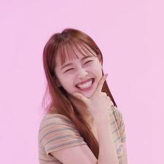 Kpop Girl Groups, Korean Girl Groups, Kpop Girls, I Love Girls, These Girls, Chuu Loona, Olivia Hye, Sooyoung, Her Smile