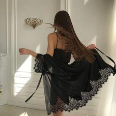New Trending Street Style: Photo. 90s Fashion, Fashion Beauty, Womens Fashion, Girl Fashion, Lingerie Design, Elegant, Streetwear Fashion, Kaftan, Dress To Impress