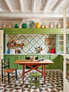 23 Green Kitchen Cabinets Ideas For Your Kitchen Interior - Beste Dekor Ideen Decor, Kitchen Interior, Interior, Eclectic Kitchen, Home Decor, House Interior, Home Kitchens, Kitchen Styling, Spanish Kitchen