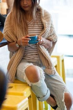 distressed-boyfriend-jeans-chunky-knit-espadrille-somedays-lovin-outfit-streetstyle-3365 Boyfriend Jeans Outfit, Denim Outfit, Boyfriend Sweater, Spring Summer Fashion, Autumn Winter Fashion, Winter Style, Trendy Outfits, Cute Outfits, Apple Bottom Jeans