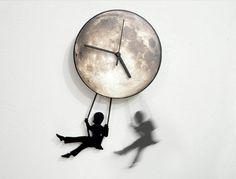 ObjectIndustrialArt : Swinger Girl Full Moon - Pendulum Wall Clock