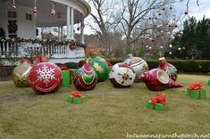 giant christmas ornaments   http://weathertightroofinginc.com #hemet #christmas #christmasstuff #christmaslights #christmasrecipies #christmasrecipieseasy