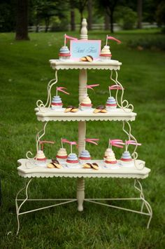 Cupcake display... Love Love Love this display!
