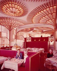 Platner designed the interior of the American Restaurant in Kansas City in 1974 Architecture Restaurant, Restaurant Interior Design, Interior Architecture, Pink Restaurant, Luxury Restaurant, Modern Restaurant, Commercial Interior Design, Commercial Interiors, Design Exterior