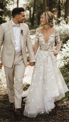 Linen Wedding Suit, Wedding Linens, Tan Suits For Wedding, Tan Tuxedo Wedding, Beach Wedding Groom Attire, Casual Groom Attire, Groom Outfit, Groom Dress, Tuxes For Weddings