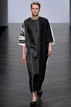 Central Saint Martins Fall 2013 Ready-to-Wear Collection Slideshow on Style.com