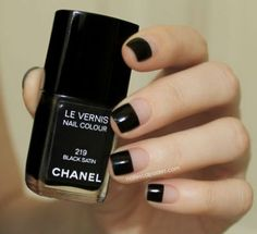smalto nero chanel