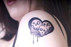 Pretty Shoulder Tattoos for Women: Cadaver Women Shoulder Tattoo Design ~ Tattoo Ideas Inspiration Hawaiian Tribal Tattoos, Samoan Tribal Tattoos, Thai Tattoo, Maori Tattoos, Cross Shoulder Tattoos, Shoulder Tattoos For Women, Pretty Girl Tattoos, Cross Tattoo For Men, Totenkopf Tattoos