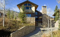 The Ward Home is the perfect Snowmass Deluxe ski property. The four bedroom house makes it easy to access the slopes in the morning, Green Cabin run being located only a 100 yards away. Relax and enjo...