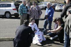 Diez muertos y siete heridos en un tiroteo en Oregón (EE.UU.)  http://www.elperiodicodeutah.com/2015/10/en-portada/diez-muertos-y-siete-heridos-en-un-tiroteo-en-oregon-ee-uu/