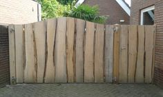 Homemade Mushroom And Arugula Pizza Pallet Privacy Fences, Backyard Privacy, Country Fences, Pallet Patio Furniture, Garden Fencing, Garden Gate, Fence Styles, Natural Playground, Rustic Bedding