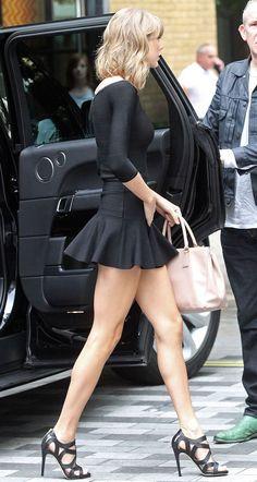 "dailyhottcelebs: ""taylor swift has great legs "" She really has no ass like none existent Estilo Taylor Swift, Taylor Swift Sexy, Taylor Swift Style, Taylor Swift Pictures, Taylor Alison Swift, Taylor Swift Bikini, Great Legs, Beautiful Legs, Gorgeous Women"