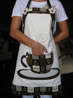No pattern. But dang this is so cute! Sewing Hacks, Sewing Crafts, Sewing Projects, Sewing Aprons, Sewing Clothes, Cute Aprons, Apron Designs, Kids Apron, Aprons Vintage