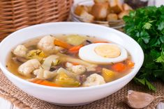Light soup with cauliflower and mushrooms Ingredients: 600 g of cauliflower 4 potatoes 2 carrots 150 g of champignons 100 g noodles a small bunch of dill Healthy Dishes, Healthy Soup, Healthy Foods To Eat, Healthy Snacks, Dog Food Recipes, Diet Recipes, Healthy Recipes, Vegetable Soup Cabbage, Diet Lunch Ideas
