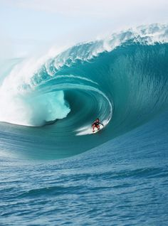 Perfect wave... in Teahupoo...