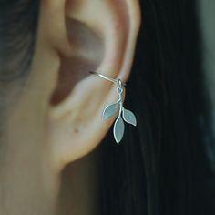 Ohrclips - Ohr-Manschette mit Leaf Charml, Knorpel-Ohrring - ein Designerstück…