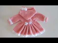 Crochet How to crochet a hooded coat for a baby girl / Crochet Baby Toys, Baby Girl Crochet, Crochet Baby Clothes, Baby Knitting, Baby Girl Patterns, Baby Sweater Patterns, Crochet Hood, Pull Bebe, Baby Pullover