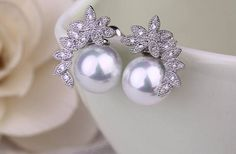 Check out PAIR Small Flower White Pearl Crystal Vintage Silver tunnels gauges plugs earrings on plugparlour Plugs Earrings, Gauges Plugs, Pearl Earrings, Stretched Ear Lobes, Prom Party, Small Flowers, Vintage Silver, Pearl White, Dangles
