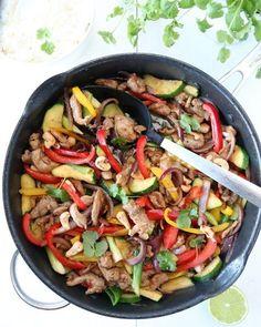 Wok med svinekjøtt og ingefærsaus