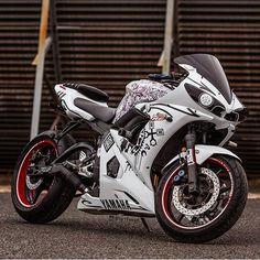Yamaha R6. Motorcycles, bikers and more