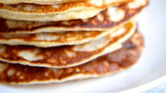 These Greek yogurt pancakes are super-easy (and perfect for Mother's day) Greek Yogurt Pancakes, Breakfast In Bed, Slushies, Live For Yourself, Super Easy, Lunch, Recipes, Sunday, Food