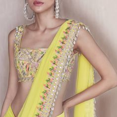 Sea-shell Blouses Are Stealing The Limelight For All The Right Reasons Source by nidshinde dresses idea Dress Indian Style, Indian Dresses, Indian Wear, Indian Wedding Outfits, Indian Outfits, Pakistani Outfits, Sarees For Girls, Indische Sarees, Saree Trends