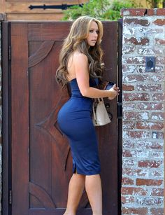 jennifer love hewitt. there's not much i wouldn't do to have an ass like that.