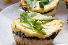 Jak připravit špenátové mini cheesecakes Mini Cheesecakes, Sushi, Ethnic Recipes, Food, Essen, Meals, Yemek, Eten, Sushi Rolls