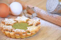 Le crostatine con crema di pistacchio sono un dessert molto goloso, ideali da servire per delle occasioni particolari per via della decorazione particolare. Ecco la ricetta