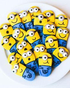 How To Make Fun & Easy Minion Cookies Minion Treats, Minion Cookies, Minion Craft, Minion Cupcakes, Fun Cupcakes, Cut Out Cookies, Iced Cookies, Cute Cookies, Easter Cookies