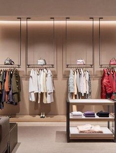I like the color scheme and lighting for this store. Showroom Interior Design, Boutique Interior Design, Boutique Decor, Retail Interior, Clothing Store Interior, Clothing Store Displays, Clothing Store Design, Wall Decor Design, Retail Shelving