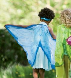 Douglas Toys - Dreamy Dress Up Wings - Blue Fairy - Frozen inspired Fairy anyone? Halloween Fairy, Halloween Ideas, Winged Girl, Blue Fairy, Beautiful Fairies, Fairy Wings, Pink Eyes, Girl Costumes, Cute Pink